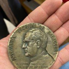 Medallas históricas: BONITA MEDALLA DE PLATA JOSÉ MARÍA ESCRIBA DE BALAGUER. Lote 267594954