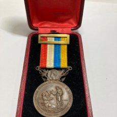 Medallas históricas: MEDALLA DE BRONCE DE SALVAMENTO DE NÁUFRAGOS AÑO 1906 ALFONSO XIII EN SU CAJA ORIGINAL. Lote 268127669