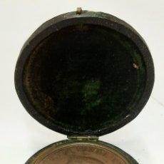 Medallas históricas: MEDALLA BRONCE ISABEL II EXPOSICIÓN DE AGRICULTURA MADRID 1857 FDC EN ESTUCHE ORIGINAL. Lote 270377513