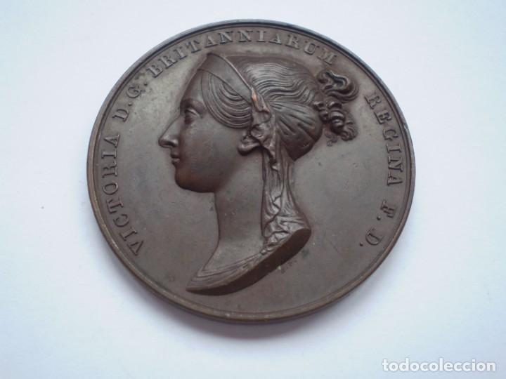 Medallas históricas: 19SCE14 Gran Bretaña medalla oficial de la Royal Mint Coronación Victoria 1838 por B. Pistrucci - Foto 2 - 272132523