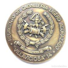 Medaglie storiche: MEDALLA DE BRONCE CONMEMORATIVA 3ER.CENTENARIO REGIMIENTO CABALLERÍA ACORAZADO. Lote 276623693