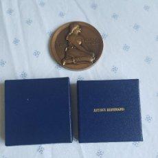 Medallas históricas: MAURICE DALANNOY-D,PRES DE HENRI MICHEL ANTOINE CHAPU,ESCULTOR DE JUANA DE ARCO. Lote 277722603