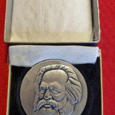 Medallas históricas: MEDALLA GRANDE DE METAL CARLOS MARX MIDE 6 CMS. DE DIAMETRO ORIGINAL. Lote 295331853