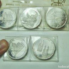 Medallas históricas: COLECCIÓN DE MEDALLAS DE PLATA. BENDECIDAS POR JUAN PABLO II. INCLUYE CARTERA.. Lote 295346353