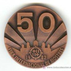 Medallas temáticas: MEDALLA 50 FIRA NACIONAL DE MOSTRES BARCELONA AÑO 1982 EN CAJA ORIGINAL. Lote 24399826