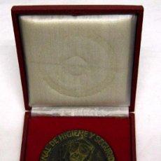 Medallas temáticas: PLACA MEDALLA PLAN NACIONAL HIGIENE Y SEGURIDAD EN EL TRABAJO INSTITUTO TERRITORIAL BARCELONA. Lote 17074289