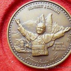 Medallas temáticas: MEDALLA EN BRONCE, VISITA JUAN PABLO II AL MONASTERIO DE MONTSERRAT, CATALUNYA AÑO 1982, FIRMADA.. Lote 21571364
