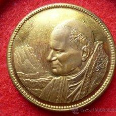 Medallas temáticas: MEDALLA VISITA JUAN PABLO II AL MONASTERIO DE MONTSERRAT, CATALUNYA AÑO 1982.. Lote 21571620