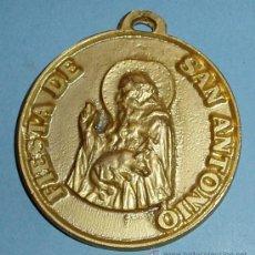 Medallas temáticas: MEDALLA DE LA FIESTA DE SAN ANTONIO. EN REVERSO ESCUDO. DIÁMETRO 5 CM. Lote 27595881