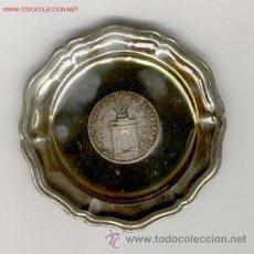 Medallas temáticas: DOS PLATOS CON MEDALLA CONGRESO ESPERANTO DE MADRID 1970 Y ALICANTE 1971. Lote 31091739