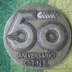 Medallas temáticas: MEDALLA PLACA METAL 50 ANIVERSARIO TELEFÓNICA, AÑO 1974. Lote 58635656