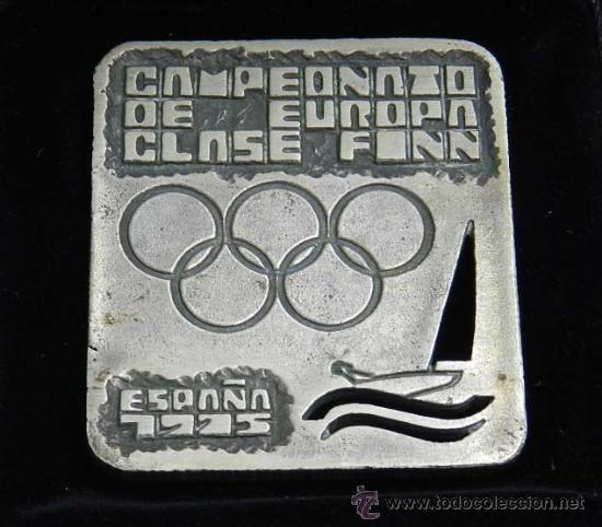 ANTIGUA MEDALLA DE PLATA DEL CAMPEONATO DE EUROPA DE VELA CLASE FINN, ESPAÑA DE 1975, CLUB NAUTICO D (Numismática - Medallería - Temática)