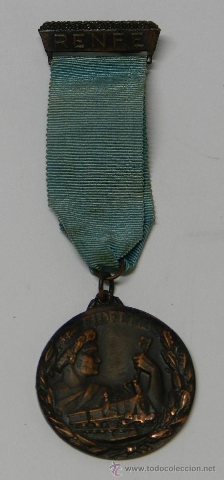 Medallas temáticas: ANTIGUA MEDALLA DE RENFE AL PREMIO FIDELIDAD. BRONCE, RED NACIONAL DE LOS FERROCARRILES ESPAÑOLES, T - Foto 2 - 39383390