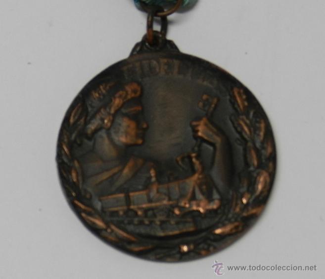 Medallas temáticas: ANTIGUA MEDALLA DE RENFE AL PREMIO FIDELIDAD. BRONCE, RED NACIONAL DE LOS FERROCARRILES ESPAÑOLES, T - Foto 3 - 39383390