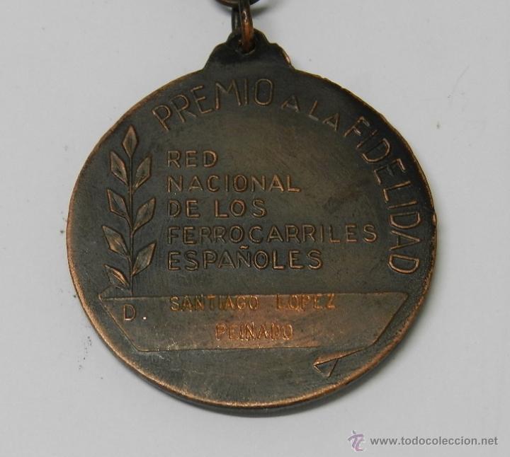 Medallas temáticas: ANTIGUA MEDALLA DE RENFE AL PREMIO FIDELIDAD. BRONCE, RED NACIONAL DE LOS FERROCARRILES ESPAÑOLES, T - Foto 5 - 39383390