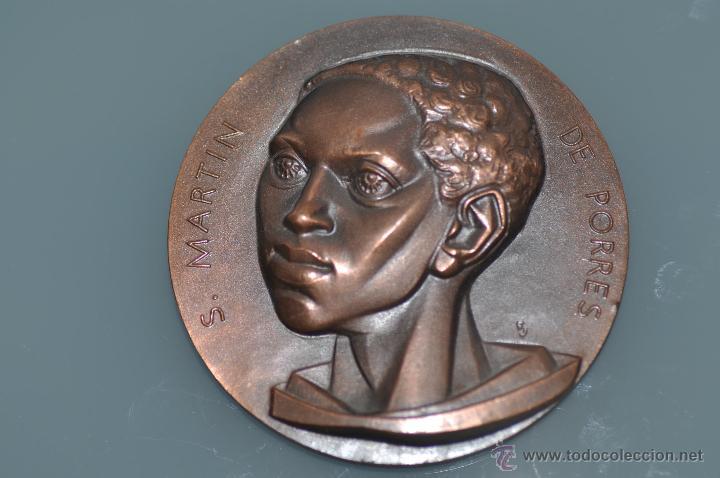 SAN MARTIN DE PORRES MEDALLA POR FERNANDO DE JESUS EN BRONCE (Numismática - Medallería - Temática)