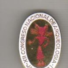 Medallas temáticas: MEDALLA CON AGUJA XII CONGRESO ARQUEOLOGICO NACIONAL - JAEN 1971 ESMALTADO. Lote 42057109