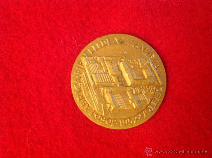Medallas temáticas: Medalla J. Bautista Pirelli 1848-1932, Fábrica Pirelli de Villanueva y la Geltru 1902-1952 - Foto 3 - 43908676