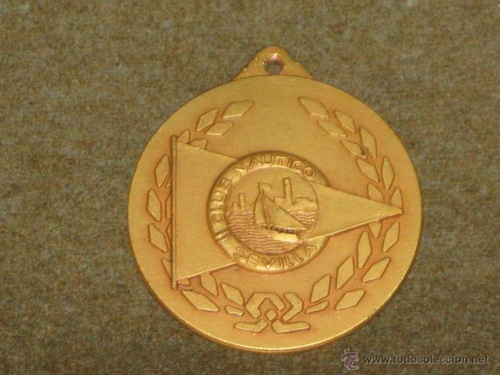 MEDALLA CONMEMORATIVA DEL XXV ANIVERSARIO DEL CLUB NAUTICO DE SEVILLA - MIDE - 4 CMS (Numismática - Medallería - Temática)