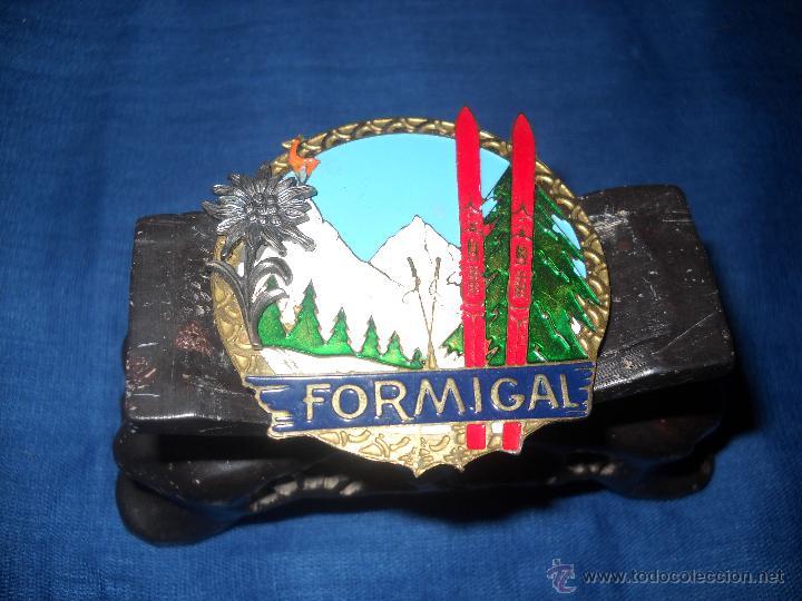 CHAPA ESMALTADA FORMIGAL,CON FLOR DE LIS EN RELIEVE. (Numismática - Medallería - Temática)