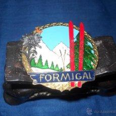 Medallas temáticas: CHAPA ESMALTADA FORMIGAL,CON FLOR DE LIS EN RELIEVE.. Lote 46620019