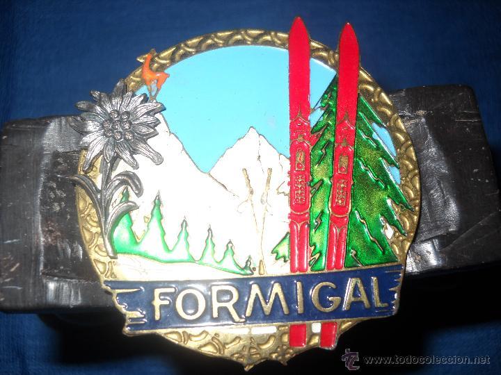 Medallas temáticas: CHAPA ESMALTADA FORMIGAL,CON FLOR DE LIS EN RELIEVE. - Foto 2 - 46620019