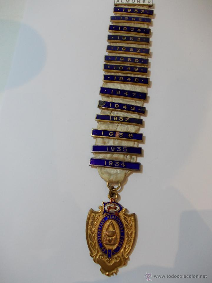 ANTIGUA Y ESPECTACULAR MEDALLA MASONICA LONDRES DE OFICIAL MASON Y AÑOS EN METAL DORADO ESMALTADO (Numismática - Medallería - Temática)
