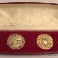Medallas temáticas: BONITO ESTUCHE DE 2 MEDALLÓNES BRONCE DEL MUNDIAL DE ESPAÑA 82 NARANJITO MUY DIFICIL DE CONSEGUIR. Lote 120784254