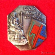 Medallas temáticas: MEDALLA, INSIGNIA DE IMPERDIBLE, BROCHE DE NUESTRA SEÑORA DE CLERMONT. FRANCIA, DE BLANCHOT, PARÍS.. Lote 51648014