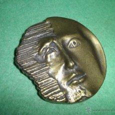 Medallas temáticas: BELLO MEDALLON BRONCE DOBLE CARA PISAPAPELES RELIEVE ANTIGUA CABEZA SIN MARCAJES SIN FIRMA SOL NOCHE. Lote 128735159