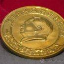 Medallas temáticas: CURIOSA MONEDA O MEDALLON CHINO EN MEMORIA DEL PRESIDENTE MAO ZEDONG DORADA Y EN RELIEVE. Lote 152864057
