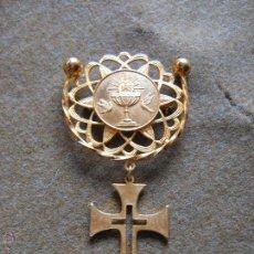 Medallas temáticas: PRECIOSA MEDALLA DE PRIMERA COMUNION EN METAL DORADO - MIDE 8X4.5 CM. Lote 54036850