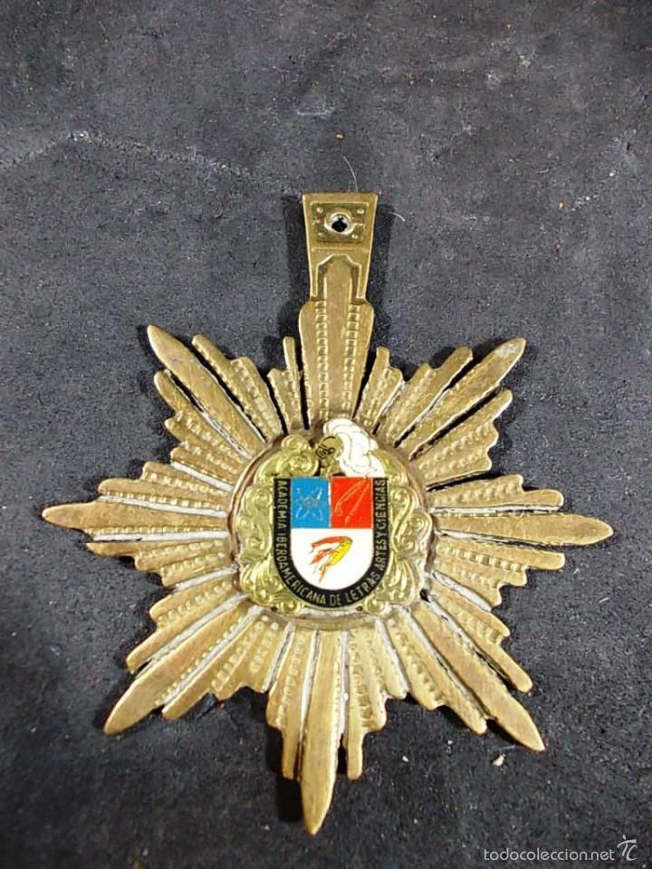 MEDALLA DE LA ACADEMIA IBEROAMERICANA DE LETRAS ARTES Y CIENCIAS. (Numismática - Medallería - Temática)