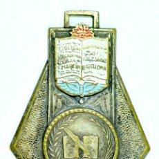 Medallas temáticas: MEDALLA PREMIO A LA APLICACIÓN. COLEGIO ACADEMIA SAN MARTIN. BARCELONA / MERITO 1955-56. ESMALTADA. Lote 57475580