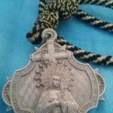 Medallas temáticas: MEDALLA CON CORDÓN DE LA HERMANDAD DE LA SOLEDAD SEMANA SANTA DE SEVILLA. Lote 160400482