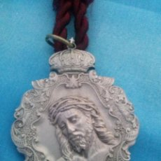 Medallas temáticas: MEDALLA CON CORDÓN DE LA HERMANDAD DE SAN BENITO SEMANA SANTA DE SEVILLA. Lote 150754156