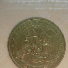 Medallas temáticas: MEDALLA OFICIAL DE LA COLECCIÓN NACIONAL. MONEDA DE PARÍS. DISNEYLANDIA. MICKEY MOUSE. 2005. Lote 59667643