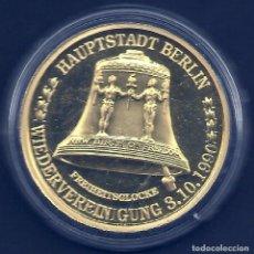 Medallas temáticas: ALEMANIA - MEDALLA EN UNA CAPSULA - CAPITAL BERLIN - REUNIÓN 03. DE OCTUBRE DE 1990 - BAÑADA EN ORO. Lote 62198844
