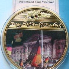 Medallas temáticas: MONEDA TAMAÑO XXL 70 MM CONMEMORATIVA 1990 A LA REUNIFICACION DE LAS DOS ALEMANIAS EDICION LIMITADA. Lote 136394170