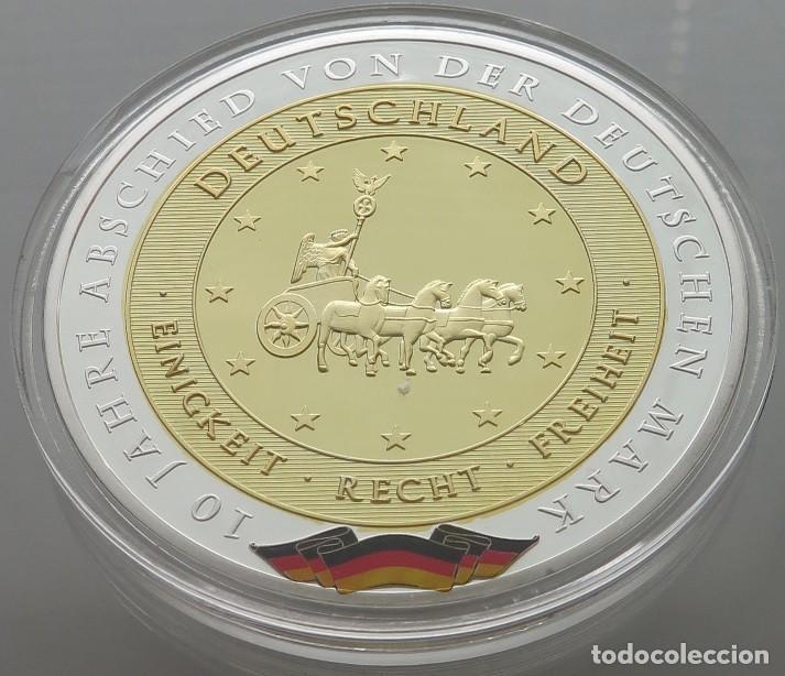 BONITA MONEDA MEDALLON XXL 70 MM CONMEMORATIVA A 10 AÑOS DESDE LA DESPEDIDA DEL MARCO ALEMAN (Numismática - Medallería - Temática)