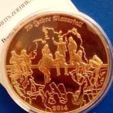 Medallas temáticas: BONITA MONEDA GRANDE CONMEMORANDO LOS 25 AÑOS DE LA CAIDA DEL MURO DE BERLIN EDICION LIMITADA. Lote 132359422
