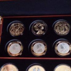 Medallas temáticas: DE COLECCION PRIVADA TAMAÑO XXL 12 MEDALLONES DE 70 MM DIAMETRO DEL VATICANO EN SU ESTUCHE DE MADERA. Lote 66323946