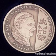 Medallas temáticas: BONITA E INTERESANTE MONEDA PLATA DE BENEDICTO XVI Y EL APOSTOL ANDREAS EN ESTUCHE. Lote 68905005