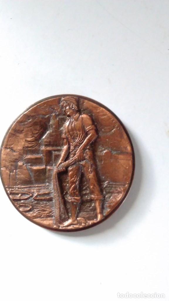 MEDALLA CONMEMORATIVA EN BRONCE DE LA XIII SEMANA INTERNACIONAL DE CINE NAVAL Y DEL MAR 1984 (Numismática - Medallería - Temática)