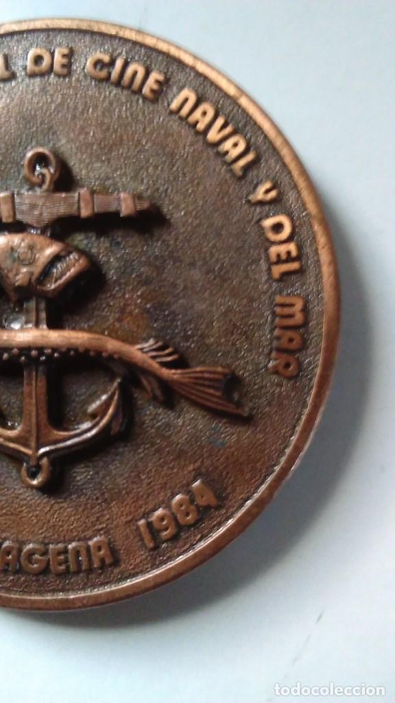 Medallas temáticas: Medalla conmemorativa en bronce de la XIII semana internacional de cine naval y del mar 1984 - Foto 6 - 72019411