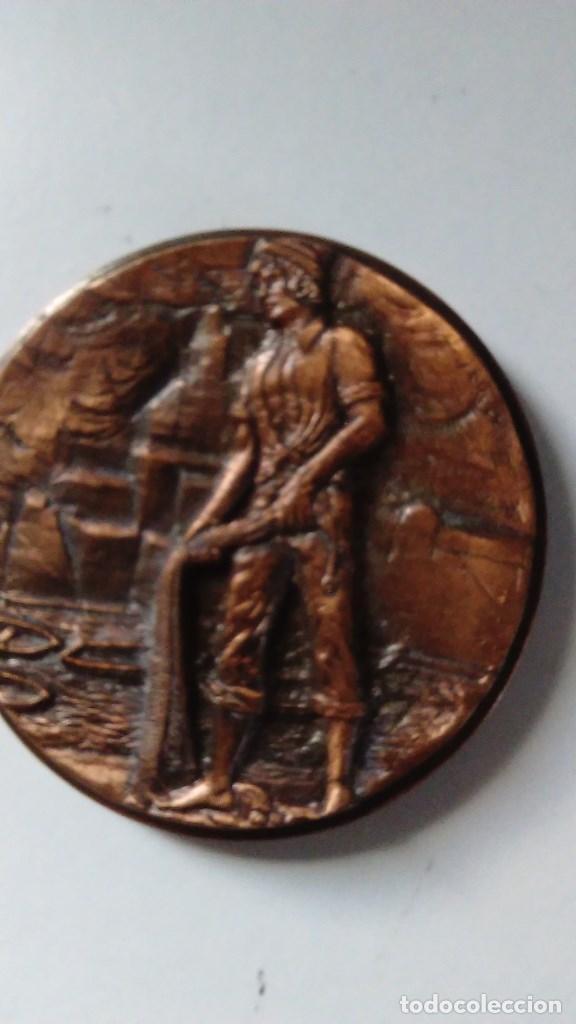 Medallas temáticas: Medalla conmemorativa en bronce de la XIII semana internacional de cine naval y del mar 1984 - Foto 7 - 72019411