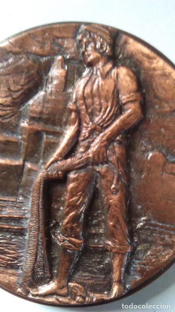 Medallas temáticas: Medalla conmemorativa en bronce de la XIII semana internacional de cine naval y del mar 1984 - Foto 9 - 72019411