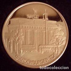 Medallas temáticas: BONITA MONEDA DEL BRANDENBURGER TOR EN BERLIN ALEMANIA 1987 EL 750 ANIVERSARIO DE BERLIN + ESTUCHE. Lote 72759295