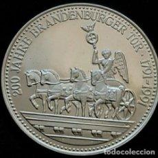 Medallas temáticas: BONITA MONEDA PLATA 200 ANIVERSARIO DEL MONEUMENTO BRANDENBURGER TOR DE BERLIN ALEMANIA 1791-1991. Lote 74234535