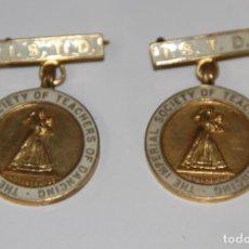 Medallas temáticas: LOTE DE 2 MEDALLAS DE CONCURSOS DE BAILES DE SALÓN. METAL Y ESMALTE. REINO UNIDO. 1959. Lote 75492695